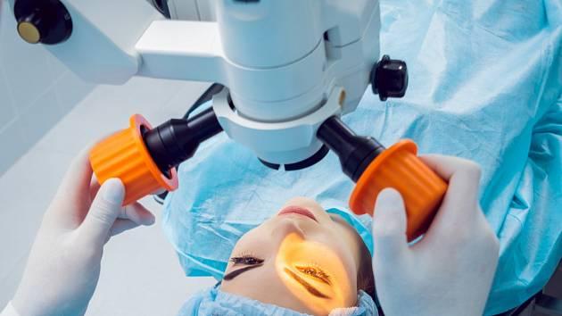 Operace očí - ilustrační foto.