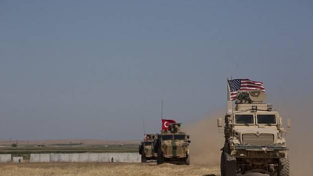 Americko-turecké hlídky v Sýrii