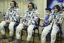 Loď Sojuz se třemi členy posádky bez jakýchkoli problémů přistála u Mezinárodní vesmírné stanice (ISS).