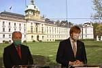 Ministr zdravotnictví Adam Vojtěch (vpravo) a vládní zmocněnec pro vědu a výzkum ve zdravotnictví Roman Prymula