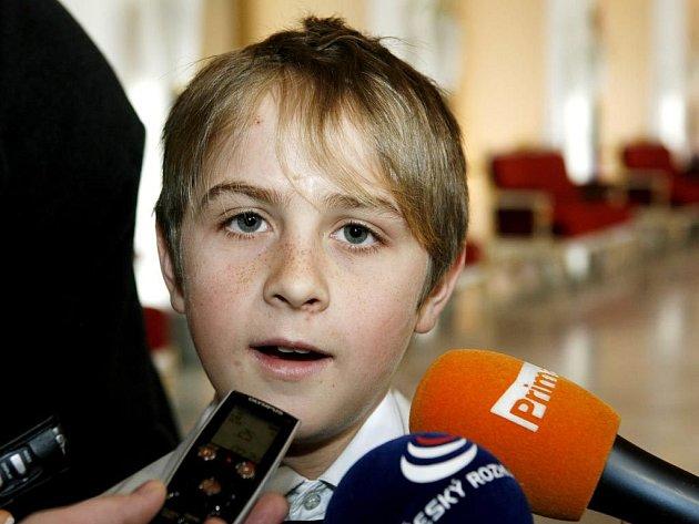 Nejmladším oceněným byl třináctiletý Jindřich Zýma za vyproštění maminky a bratra z havarovaného auta a přivolání pomoci.