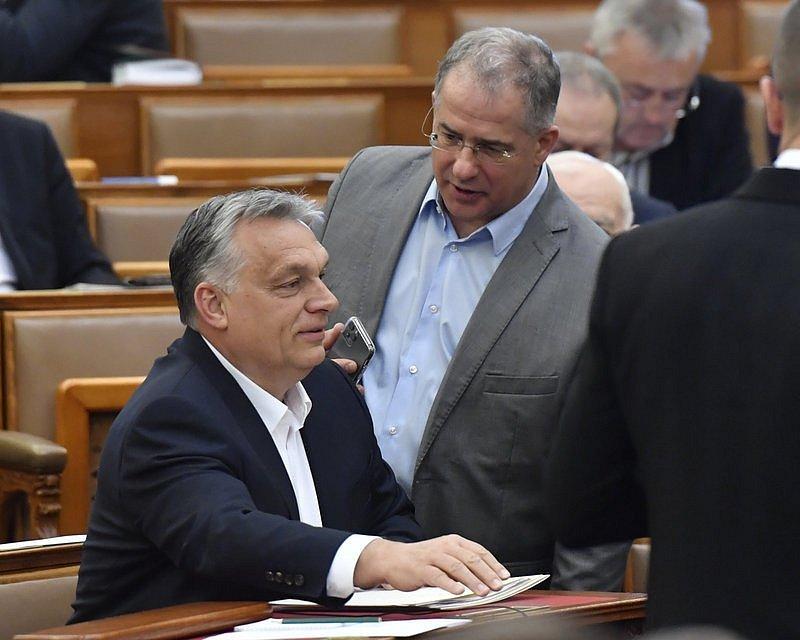 Maďarský parlament schválil mimořádné pravomoce prezidentu Viktoru Orbánovi