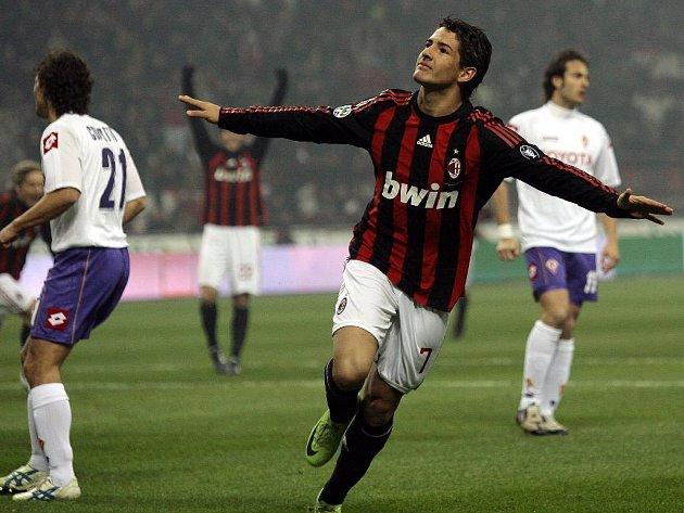 Pato oslavuje gól, který dal v sobotu Fiorentině.