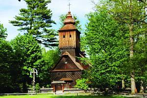 Největší a nejstarší skanzen ve střední Evropě s téměř stovkou památkových objektů se nachází v Rožnově pod Radhoštěm. Valašské muzeum v přírodě tvoří tři expozice – Dřevěné městečko, Valašská dědina a Mlýnská dolina.