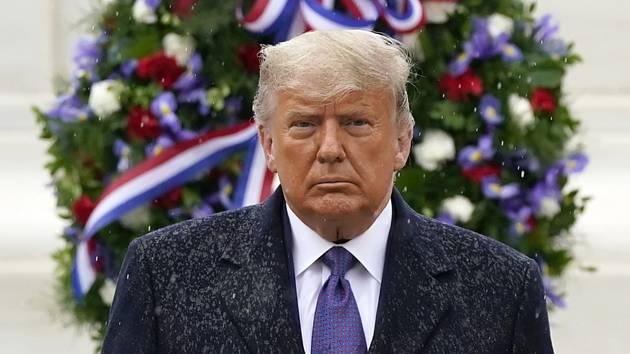 Americký prezident Donald Trump na ceremonii ke Dni veteránů na národním hřbitově v Arlingtonu nedaleko Washingtonu