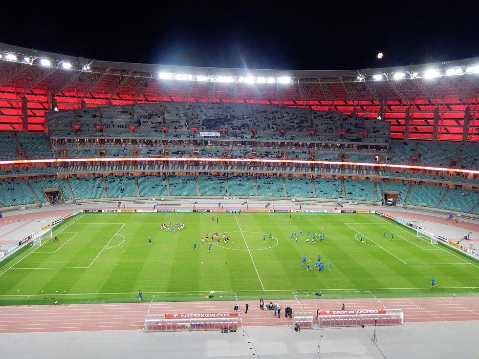 Ovšem s atmosférou je to o dost slabší. Málokdy tady na fotbale měli vyprodáno. Když sem přijela v roce 2017 česká reprezentace (hrála s Ázerbájdžánem), přišlo se podívat pár tisíc fanoušků.