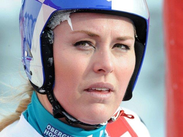 Zklamaná Lindsey Vonnová po pádu ve sjezdu ve Val d'Isere.
