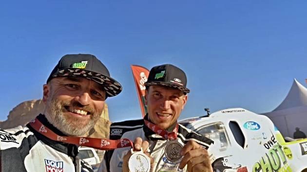 Rallye Dakar 2020: Ouředníček s Křípalem mezi největšími srdcaři ročníku v Saudské Arábii