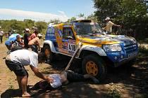 Dakar si bohužel po nehodě jedné z posádek vyžádal lidskou oběť.