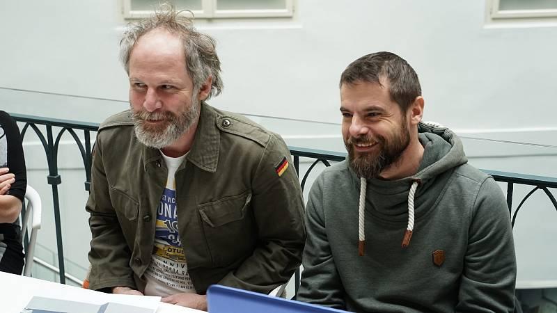 Vsoučasnosti má Jan Prušinovský natočený film Chyby podle scénáře Romana Vojkůvky a čeká na otevření kin.
