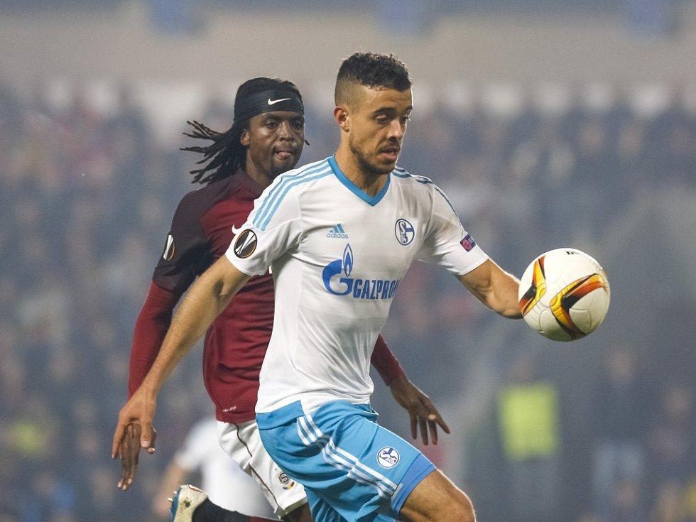 Fotbalisté Sparty (v rudém) proti Schalke.