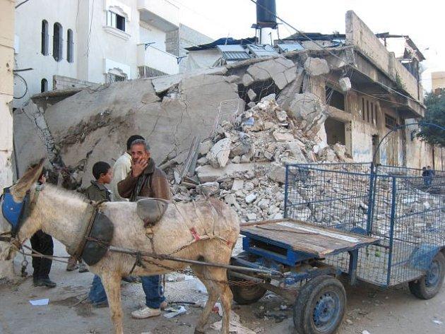Dům v pásmu Gazy po izraelském leteckém útoku v roce 2008.