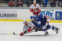 Hokejisté Kladna (v modrém) proti Prostějovu.