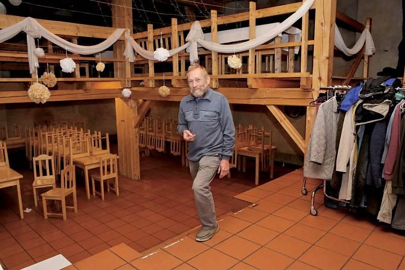 Takhle vypadá skutečná restaurace v místě natáčení. Na snímku majitel statku Michal Burda.