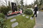Dokončený hrob zpěváka Karla Gotta na hřbitově na pražských Malvazinkách na snímku z 21. prosince 2019.