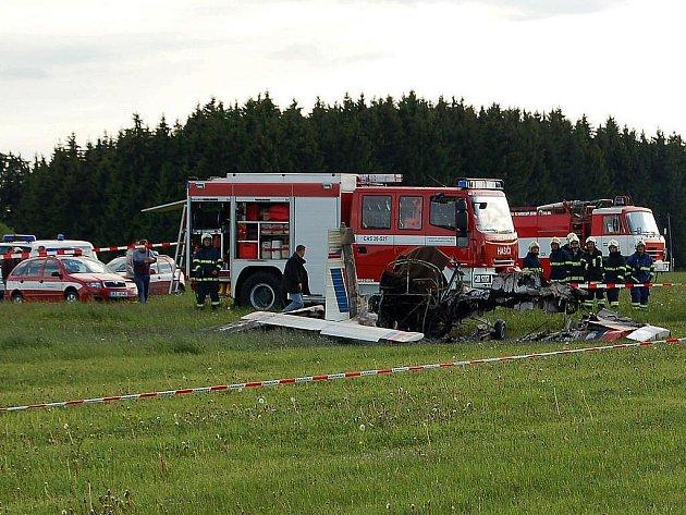 Sportovní ultralehký letoun se zřítil krátce po startu na letišti v Přílezích na Karlovarsku. Jeho pilotka zahynula. Neštěstí se stalo při mezinárodní akrobatické soutěži Karlovarský pohár.