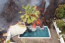Zničené domy lávou na ostrově La Palma.