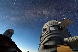Pohled do temnot. Prvním dalekohledem specializovaným na exoplanety byl spektrograf HARPS stále pracující na observatoři La Silla v Chile. Od roku 2004 objevil přes 130 exoplanet.