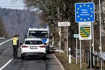 Kontrola aut na přechodu Petrovice/Bahratal