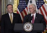 Mike Pompeo s viceprezidentem Mikem Pencem