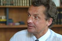 Ve věku 65 let zemřel bývalý místopředseda a krátkodobě i předseda Ústavního soudu Miloš Holeček.