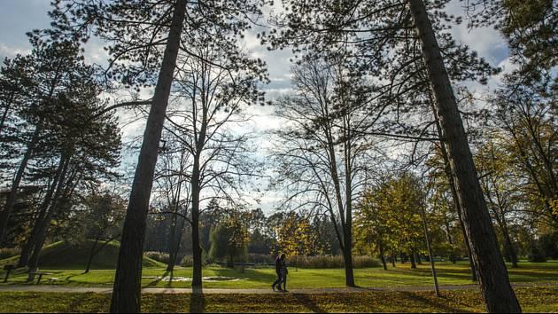 Teplé podzimní počasí. Ilustrační snímek