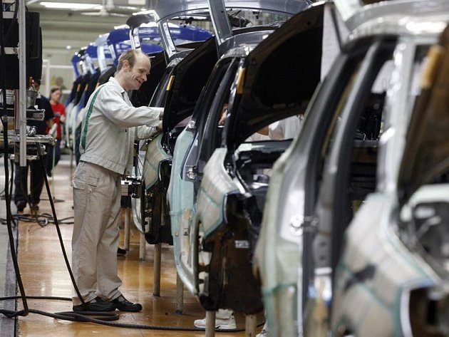 Krize v Česku: Největší tuzemská automobilka Škoda Auto již od začátku listopadu propustila více než jeden tisíc pracovníků najatých personálními agenturami a dalších čtyři stovky z nich mají přijít o místo do konce tohoto roku.