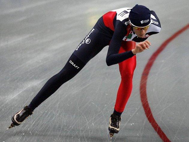 V obležení domácích – tak skončila rychlobruslařka Martina Sáblíková při druhém podniku Světového poháru v nizozemském Heerenveenu. Češka se vklínila na stupně vítězů mezi dvě Nizozemky v závodě na 3000 metrů.