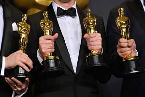 Oscary bude předávat plejáda vítězů z minulých let a půjde tedy o solidní přehlídku tváří.