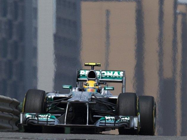 Lewis Hamilton v kvalifikaci na Velkou cenu Číny.