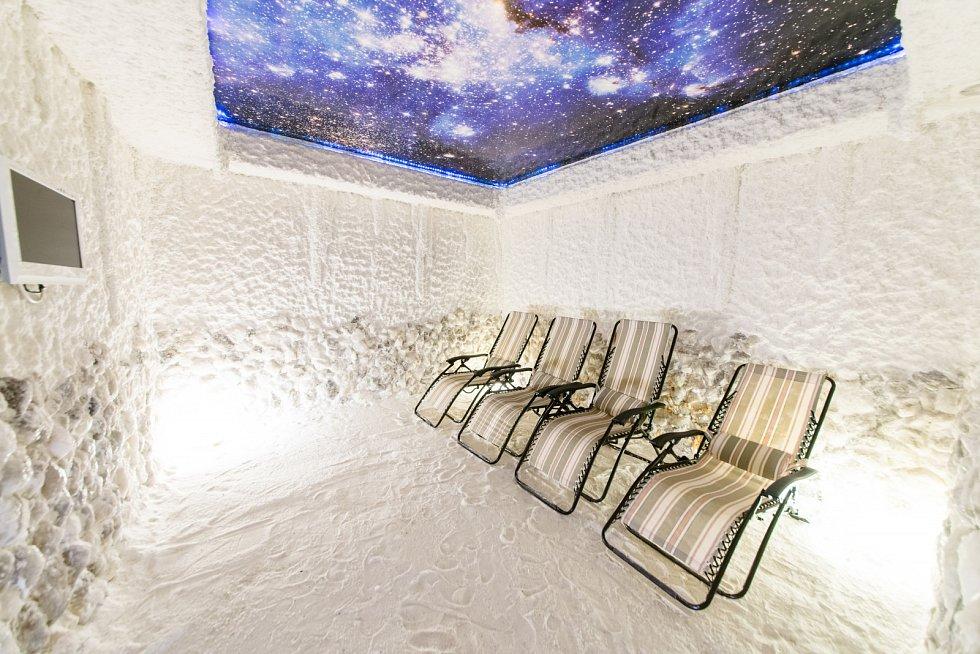 Solná jeskyně by měla být umístěná mimo vnější prostředí, čímž vznikne hypoalergenní prostor, který je vhodný pro léčení alergických reakcí