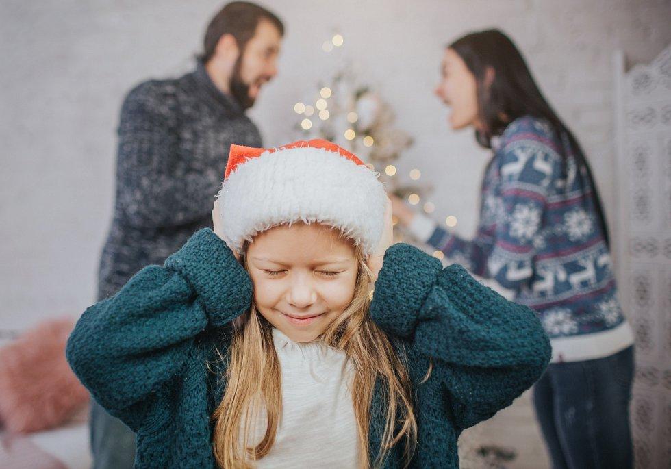 Děti si naše chování vkomplikované a složité době uloží vpaměti.