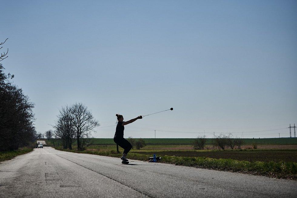 Kateřina Šafránková a její trénink (hod kladivem)