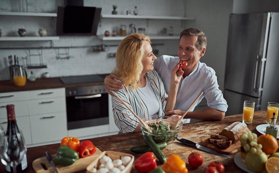 Jak nepříbrat o Vánocích? Dejte si raději méně a pořádně si pokrm vychutnejte – vědomě vnímejte chutě a jezte pomalu.