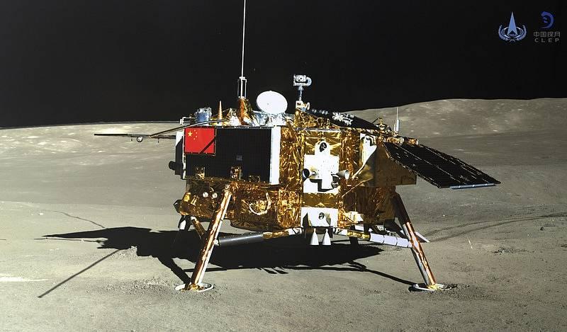 Čínská sonda přistála na Měsíci