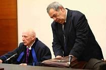 Hlavní líčení s exposlancem a bachařem Josefem Vondruškou proběhlo u Okresního soudu v Liberci
