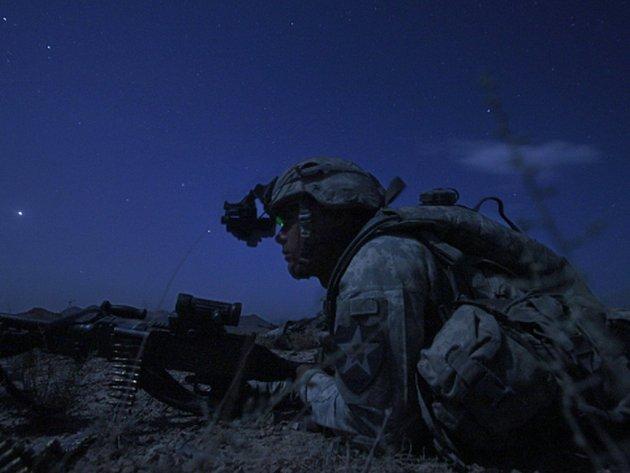 Ministerstvo obrany koupí 2500 přístrojů pro noční vidění za asi 199 milionů korun. Ilustrační foto.