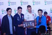 Češi převzali dárek od čínských pořadatelů