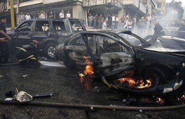 Hořící auto v Bejrútu