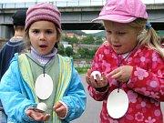 Mateřské centrum Sluníčko v Berouně připravilo ve čtvrtek 27. května 2010 den plný her a soutěží. V prostoru in-line dráhy děvčata a kluci soutěžili v jízdě zručnosti, házeli tenisáky na papírového klauna či nosili pingpongové míčky na polévkové lžíci.