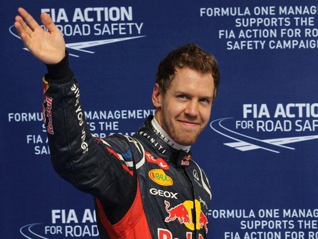 Sebastian Vettel se raduje z vítězství v kvalifikaci VC Bahrajnu.
