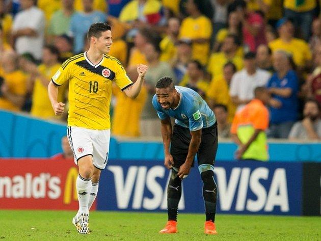 James Rodríguez z Kolumbie se raduje z gólu proti Uruguayi.