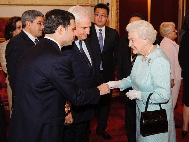 Slavnostní recepci pro desítky hlav států v pátek 27. července 2012 v Buckinghamském paláci uspořádala britská královna Alžběta II.