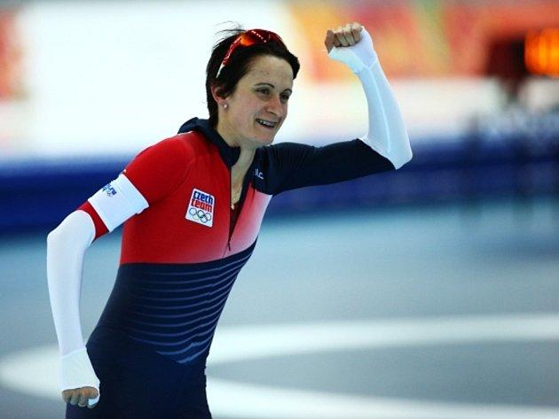 Rychlobruslařka Martina Sáblíková se raduje ze stříbra v závodu na 3000 m na olympijských hrách v Soči.