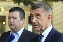 Zprava premiér Andrej Babiš (ANO) a předseda koaliční ČSSD Jan Hamáček