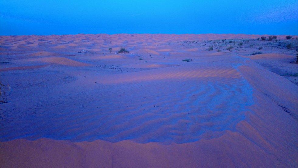 Písečné duny u kempu Zmela před východem slunce.