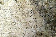 Hliněná tabulka s úryvkem Homérova eposu Odyssea.