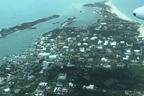 Letecký snímek na město Abaco Island na Bahamách poničené hurikánem Dorian.