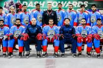 Hokejoví reprezentanti Kuvajtu s českým koučem Pavlem Arnoštem (čtvrtý zprava v dolní řadě)