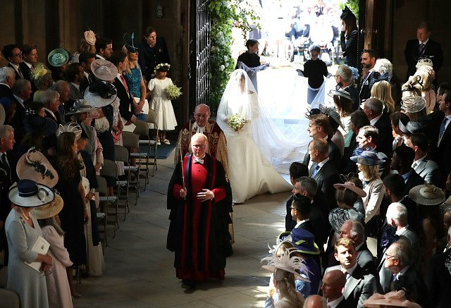 Nevěsta vstupuje do kaple